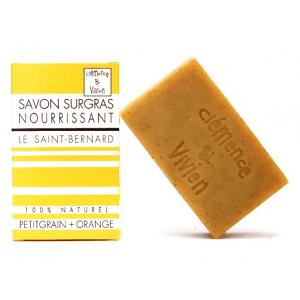 Le savon surgras Saint-Bernard de Clémence et Vivien est nourrissant. C'est l'allié des peaux sèches. Dites au revoir à la peau qui tiraille! Fabriqué en France. Disponible au prix de 3.90€ sur marguette.com