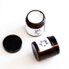 L'huile de coco bio, multifonction: démaquillage, soin du visage, bain d'huile pour les cheveux, dentifrice avec son action blanchissante...