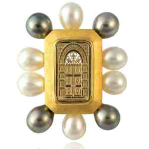 18k Gold Custom Pearl Brooch Image