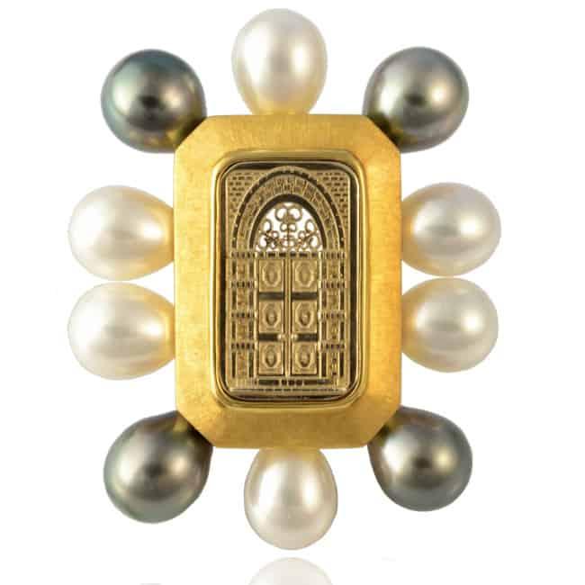 18k Gold Custom Pearl Brooch Image