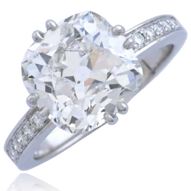 Platinum Ring with Cushion shape Diamond Image