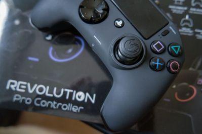 PlayStation-4-Revolution-Pro-Controller-Nacon-16