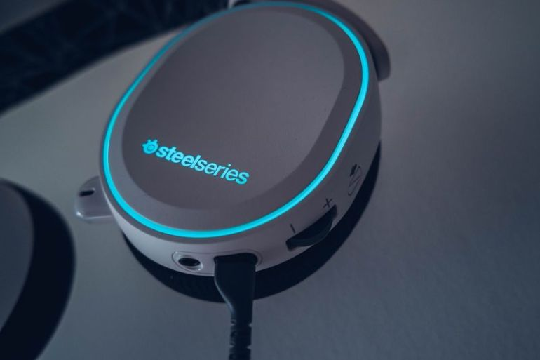 SteelSeries-Arctis-5-06