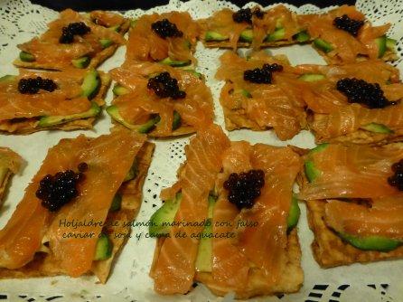 Hojaldre de salmon con falso caviar de soja