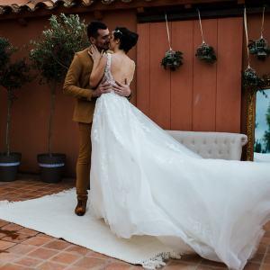robe de mariée, costume de marié marron, organisatrice de mariage, Lucy's Luxury, Wedding Planner, robe de mariée princesse