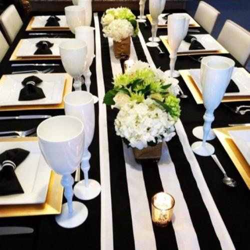chemin de table raye noir et blanc les couleurs du mariage mariage et reception