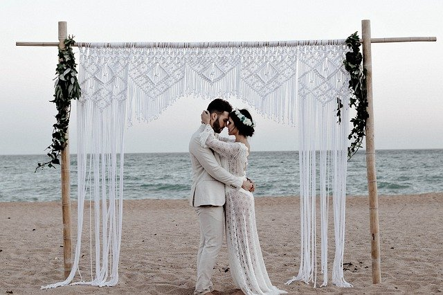 choisir son type de cérémonie est l'une des question à se poser pour organiser son mariage éco-responsable