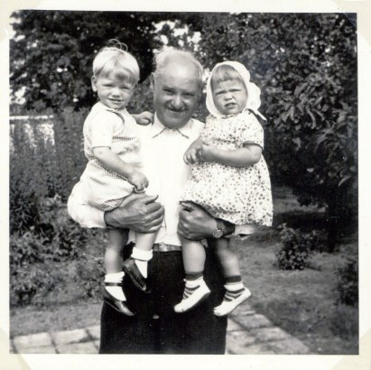 Mr. Eskaer holdning us I remember this because I was looking at the album with photos many times as a child. 18 months old in 1952