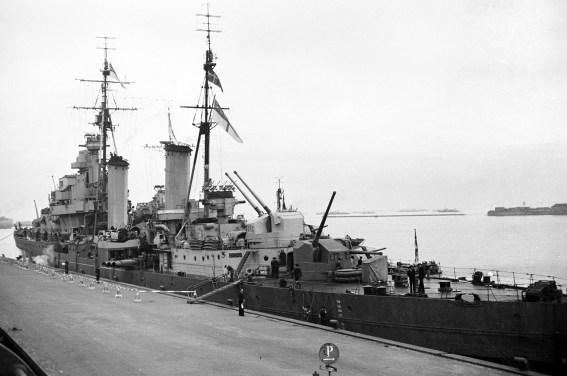 ©Gunner Johansen British destroyer