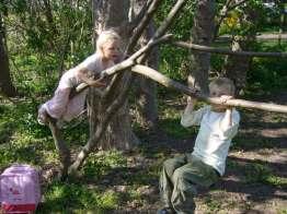 Børn leger ude foto Anne-Marie Wermuth