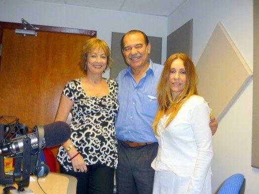 María Juliana, Enrique Córdoba y Etnairis Rivera durante la entrevista que Córdoba hiciera a las escritoras visitants.