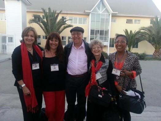 Las poetas María Juliana Villafañe, Anamaría Mayol, Cristina Ramallo y Josefina Martínez Godoy junto al poeta Eduardo Aramburu.