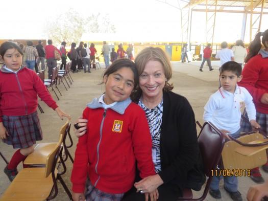 María Juliana Villafañe con una de las estudiantes de