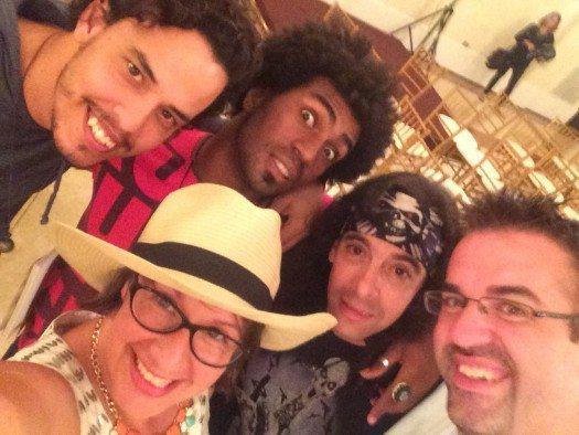 Mishad y grupo en el Festival