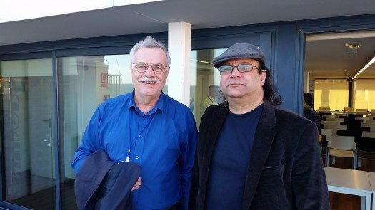 El poeta cubano radicado en España, Dolan Mor, junto al poeta Peter Volker.