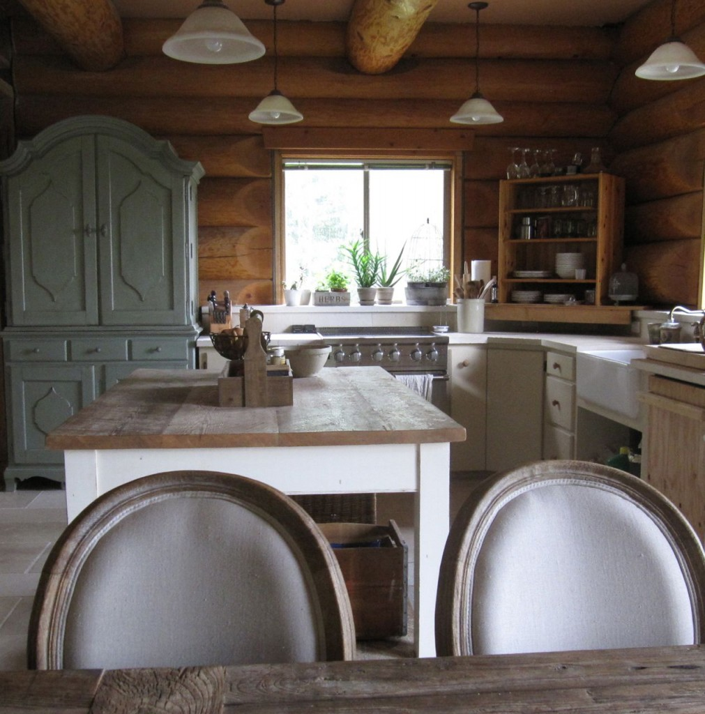 kitchen island pendant lighting ideas country dining tables 8 features every log home should have (incredible ...