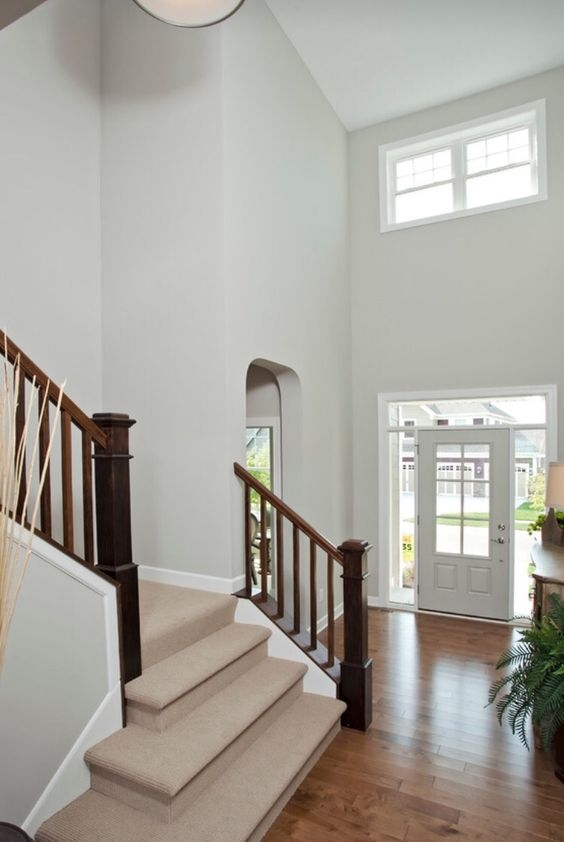 4 Steps To Choosing The Perfect Wall To Wall Carpet Colour | Light Grey Carpet Stairs | Industrial | Runner | Modern | Grey Vinyl Flooring | Living Room