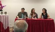 El escritor Enrique Jaramillo Levi, la escritora Beatriz Valdés y la autora de la novela El color de las buganvillas.