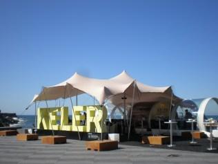 La terraza de Keler (la cerveza de allí) junto al mar, zona Vip para artistas