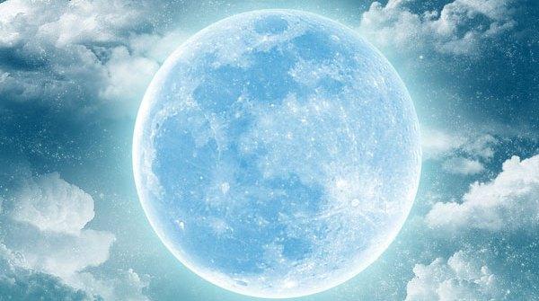 Luna Azul.