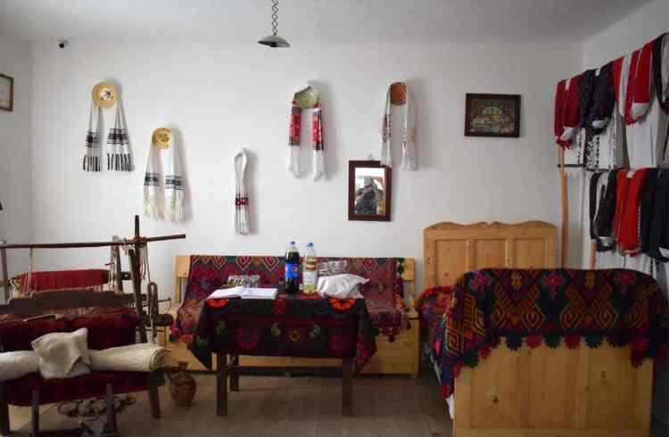 Masa pusă la Casa Memorială Drăgan Muntean
