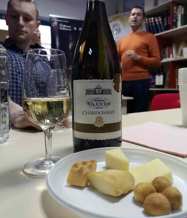 Chardonnay Chateau Valvis și brânzeturi poloneze
