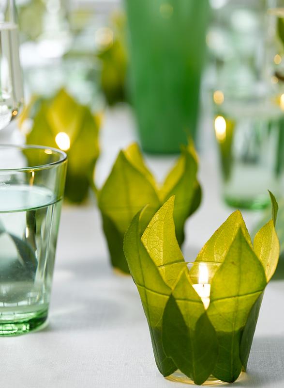 Lim grønne blader utenpå telysholderne. FOTO Per Erik Jæger STYLING Marianne de Bourg