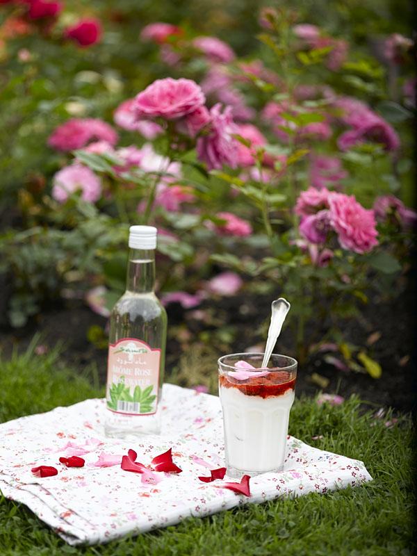 Oppskrift på lassi med rosenvann