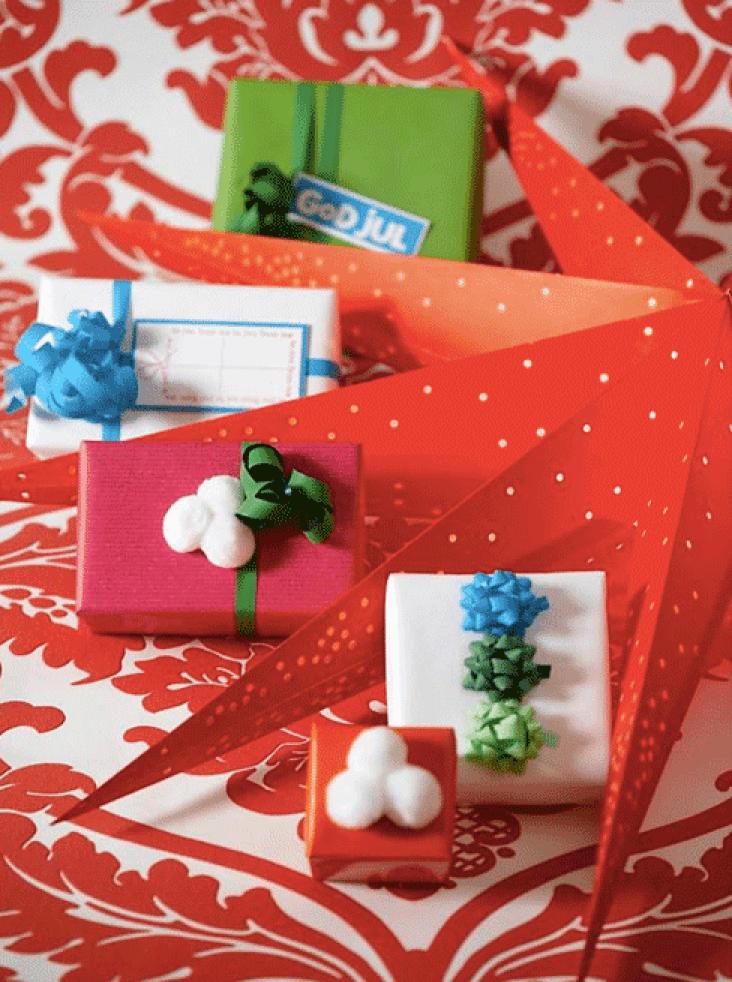 Ingeniørfruens enkle og fargerike gaveinnpakking