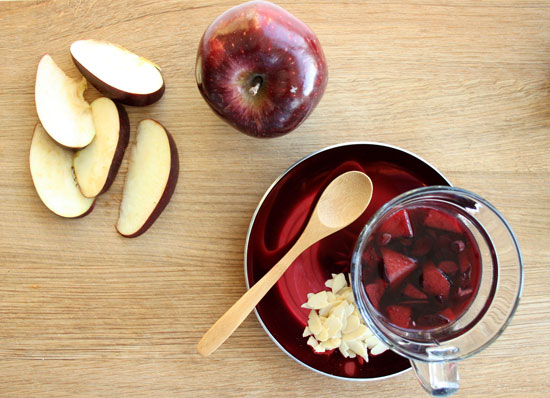 Røde epler i rød gløgg