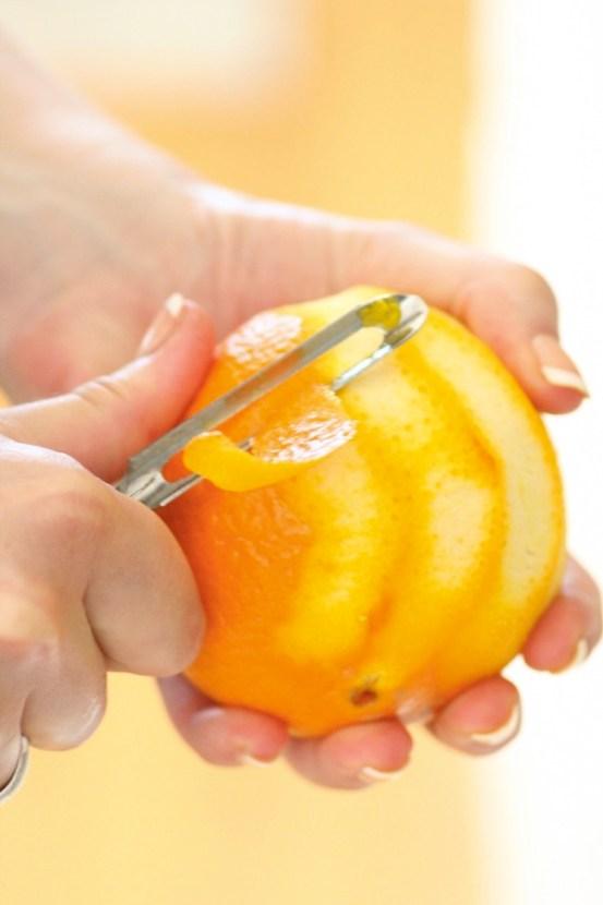 Ingeniørfruen-tørker-sitron-og-appelsinskall