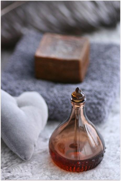 DIY-Aromaterapi-sensuell-massasjeolje-for-henne