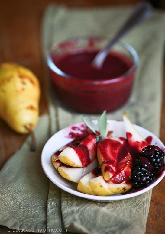 Sunn-oppskrift-på-bjørnebærsaus