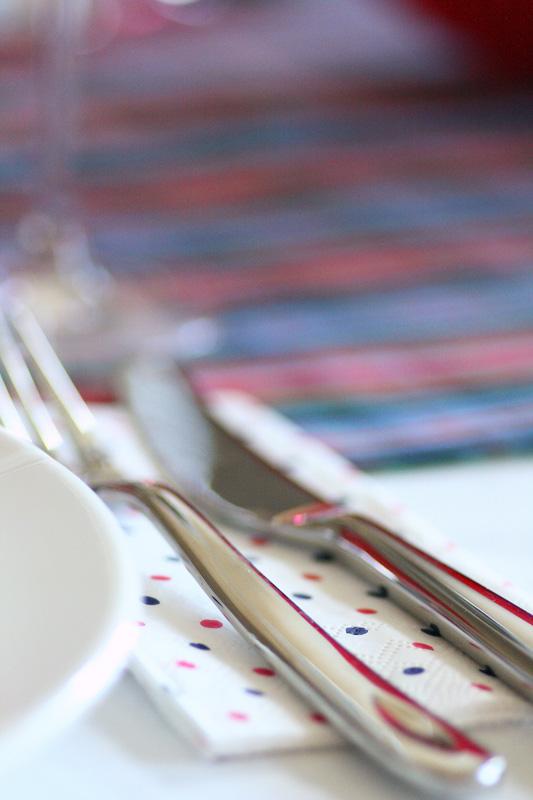 17. mai-borddekking i barnlig og leken stil