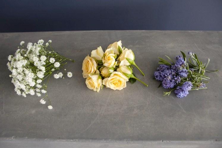 Lag en vakker blomstserkrans av friske blomster, trinn 1