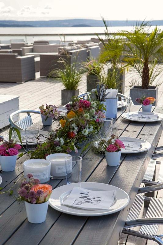 BORDDEKKING-Pynte-bordet-til-sommerfesten-ute