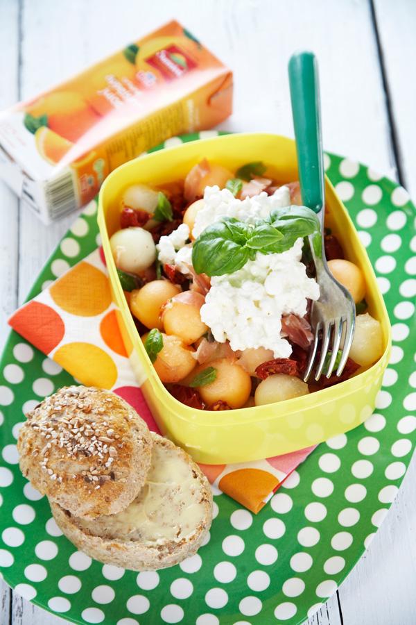 Sunn oppskrift på matboks med cottage cheese, melon og skinkesalat