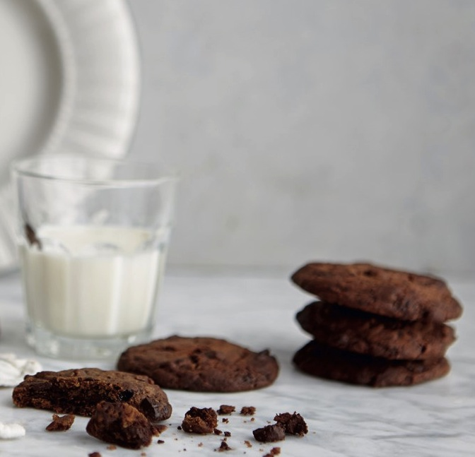 SMÅKAKER Sjokolade-pepperkake-cookies