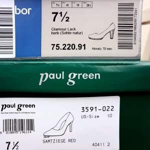 """Foto van twee schoenendozen. De foto hoort bij het gedicht: """"Mannen 2""""."""