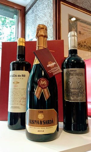 Pack caja 3 botellas: Alsina Sardà Sello + Albariño Bouza do Rei + Linaje Garsea