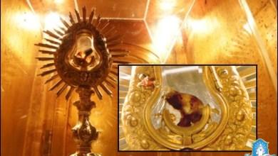 Photo of معجزة سانتاريم الإفخارستية – القربان الأقدس لا يزال ينزف دمًا بعد 770 عامًا من حدوثها