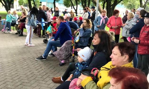 Ретро-вечер «Пойте с нами» с Игорем Мещуровым в сквере Судакова