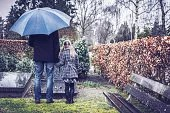 на кладбище