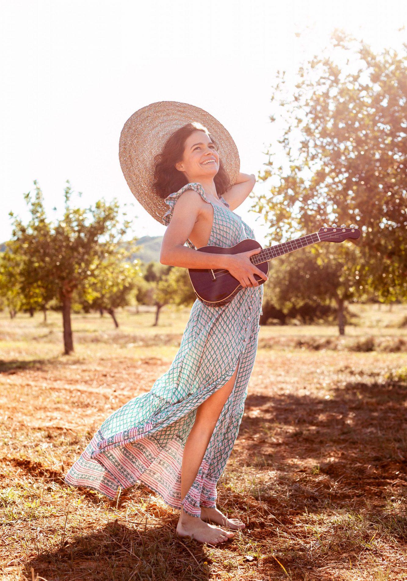 Maria Santos - portrait - art - ibiza - sesiones - lifestyle - shooting - woman - natural - love - artist - design - singer - beauty - cool - sea - awake