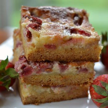 STRAWBERRY GOOEY BUTTER CAKES