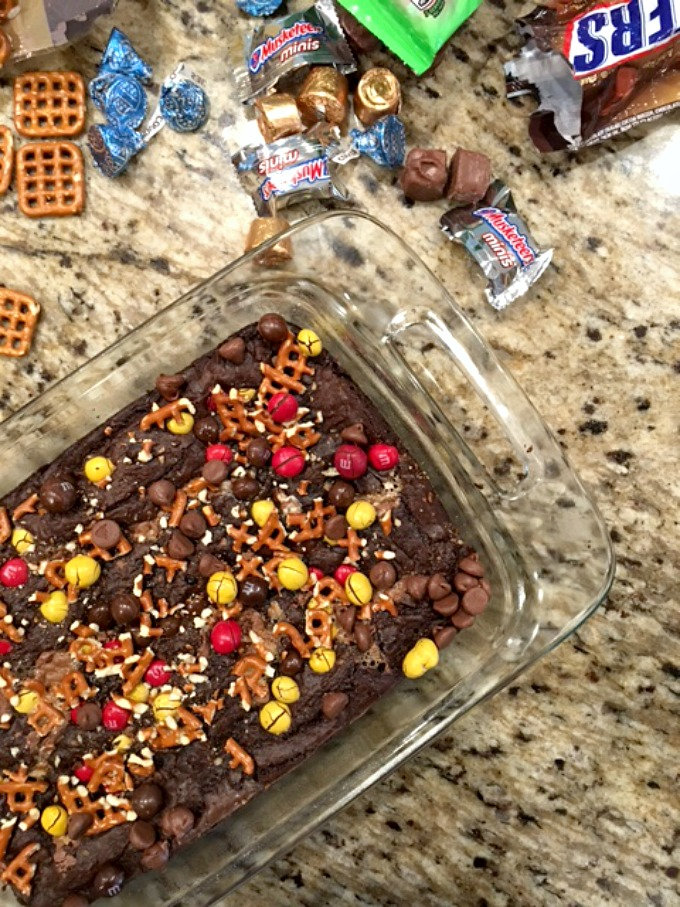 candy-bar-pretzel-brownies