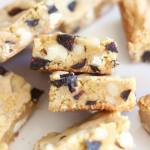 MACADAMIA & NUT WHITE CHOCOLATE BLONDIES