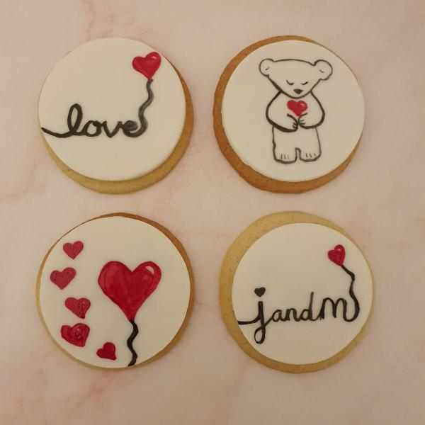 Valentine's cookies and cupcakes hand-painted and delivered in Milton Keynes