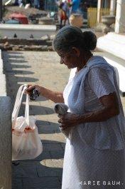 Jour2-Femme-temple-Kandy