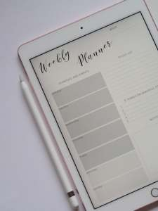 Image of a weekly planner page on a tablet demonstrates how Marie Deveau, small business coach recommends entrepreneurs plan out execution of goals